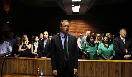 Oscar Pistorius au Tribunal  Source : https://www.melty.fr/oscar-pistorius-au-bord-du-suicide-sa-famille-dement-galerie-455073-1354456.html