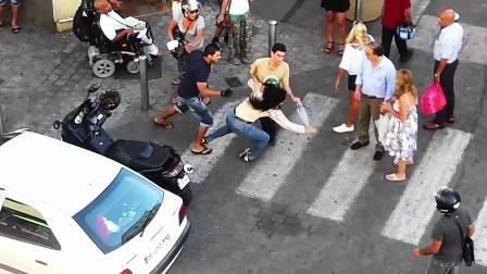 Un Couple en pleine bagarre à Cannes, Source Youtube, Novembre 2012