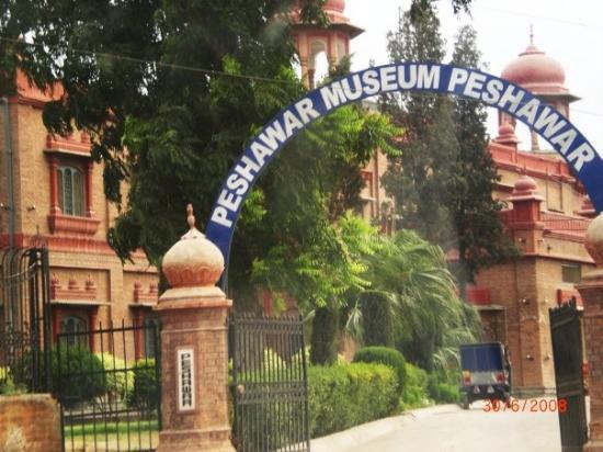 Façade principale du Musée de Peshawar, Source: Internet...