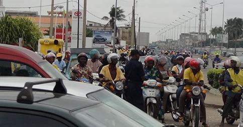 Des usagers de la route avec leurs casques...