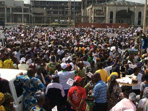 Les militants du Parti du Renouveau Démocratique (Prd) dans les rues de Porto Novo.